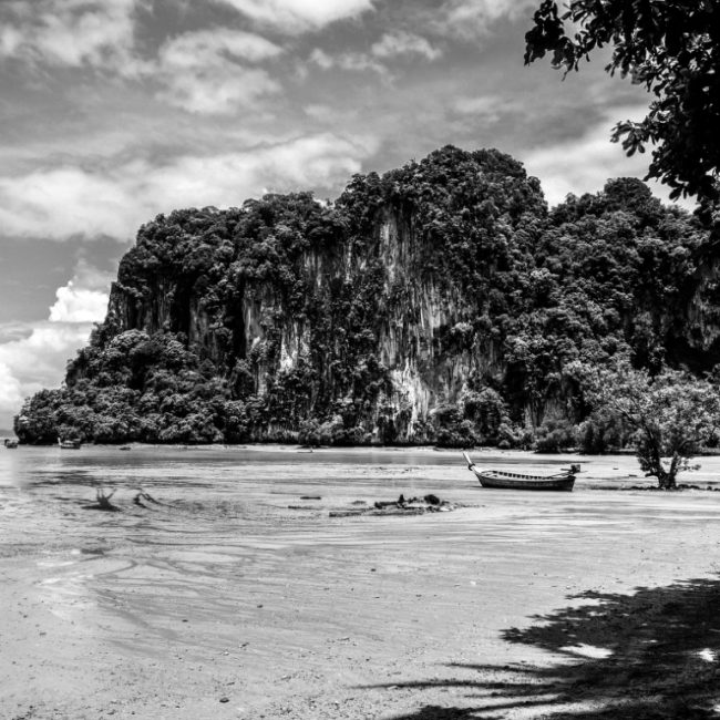 Black and White – Fuel your wanderlust